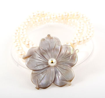 Pearl and Mother of Pearl Flower Bracelet